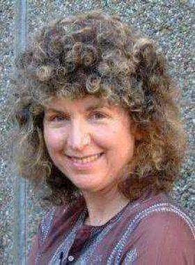 Caroline Lawrence photo
